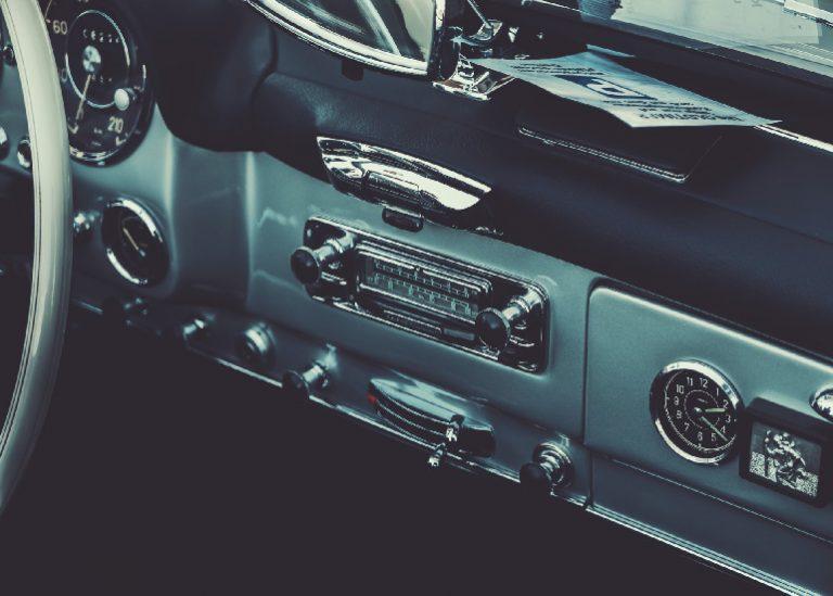 Autoradio mit Freisprecheinrichtung-3