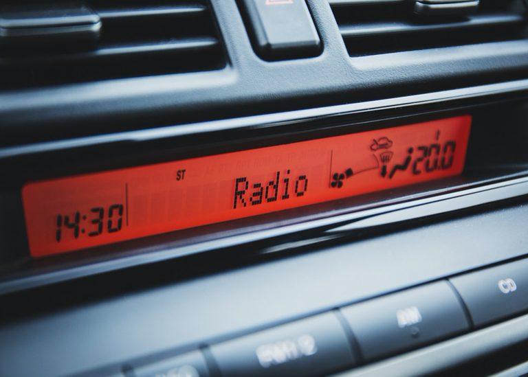 Autoradio mit Freisprecheinrichtung-2